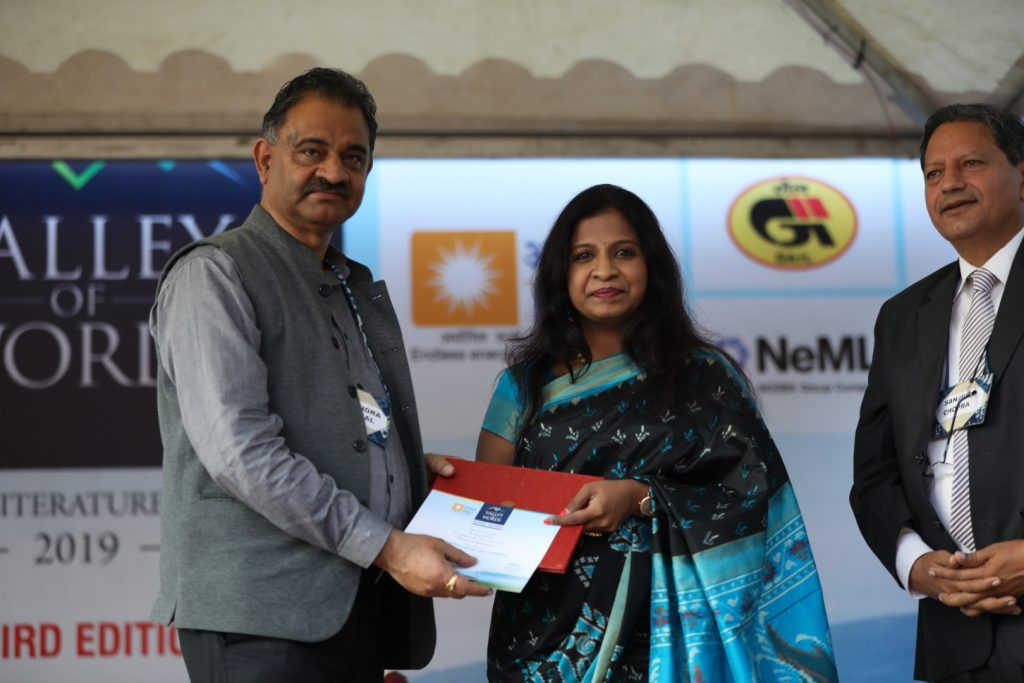 Ms Archana Sarat While Receiving The Prize